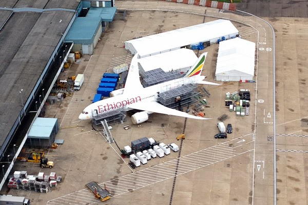 Ethiopian+787+at+Heathrow+for+repairs.jp