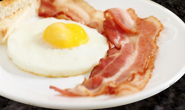 śniadanie białkowo - tłuszczowe