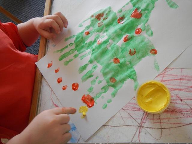 La forma delle nuvole decorazioni di natale con le manine for Addobbi di natale per bambini scuola infanzia