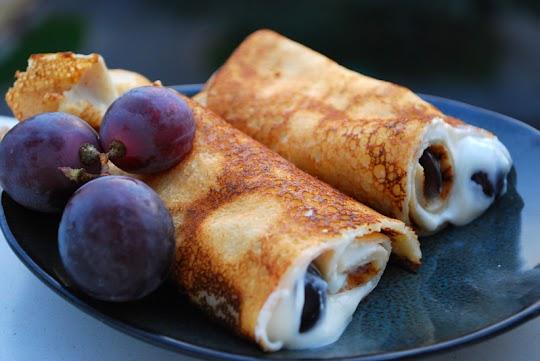 Naleśniki z winogronami i serkiem waniliowym