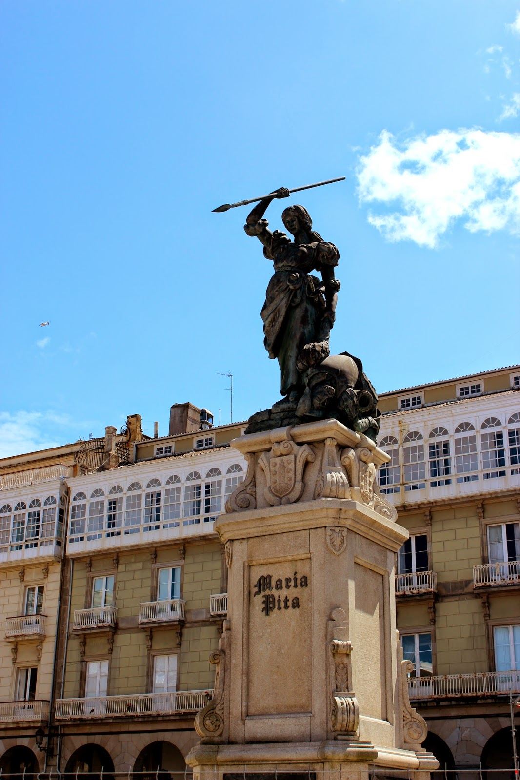 Escultura de María Pita en La Coruña
