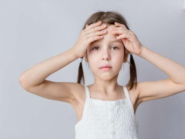Por qué le duele la cabeza a un niño