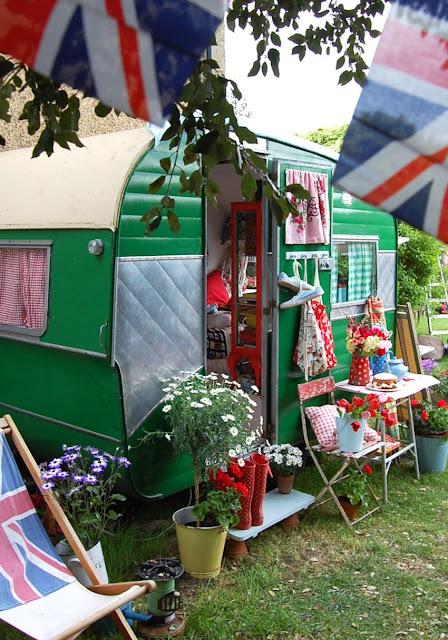 caravane r tro my gardening tales. Black Bedroom Furniture Sets. Home Design Ideas