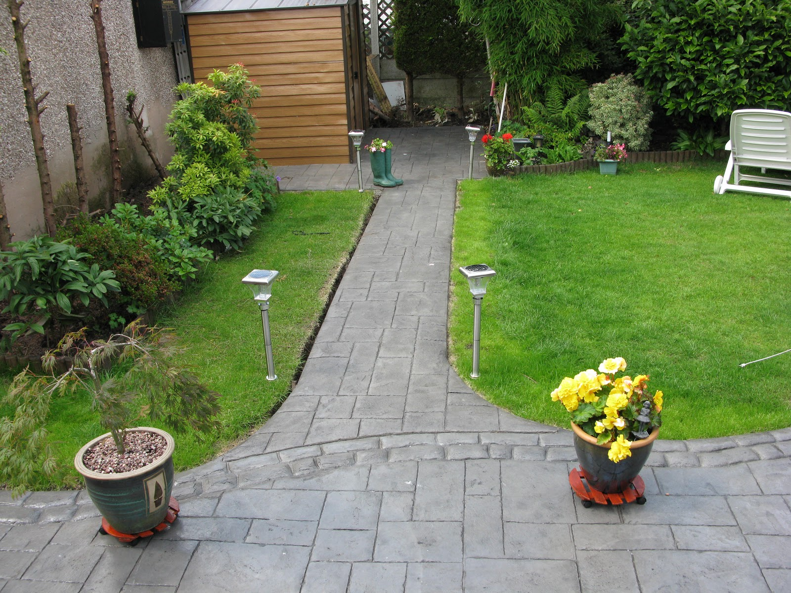 Northern cobblestone blog ashlar slate stamped concrete for Cement garden paths