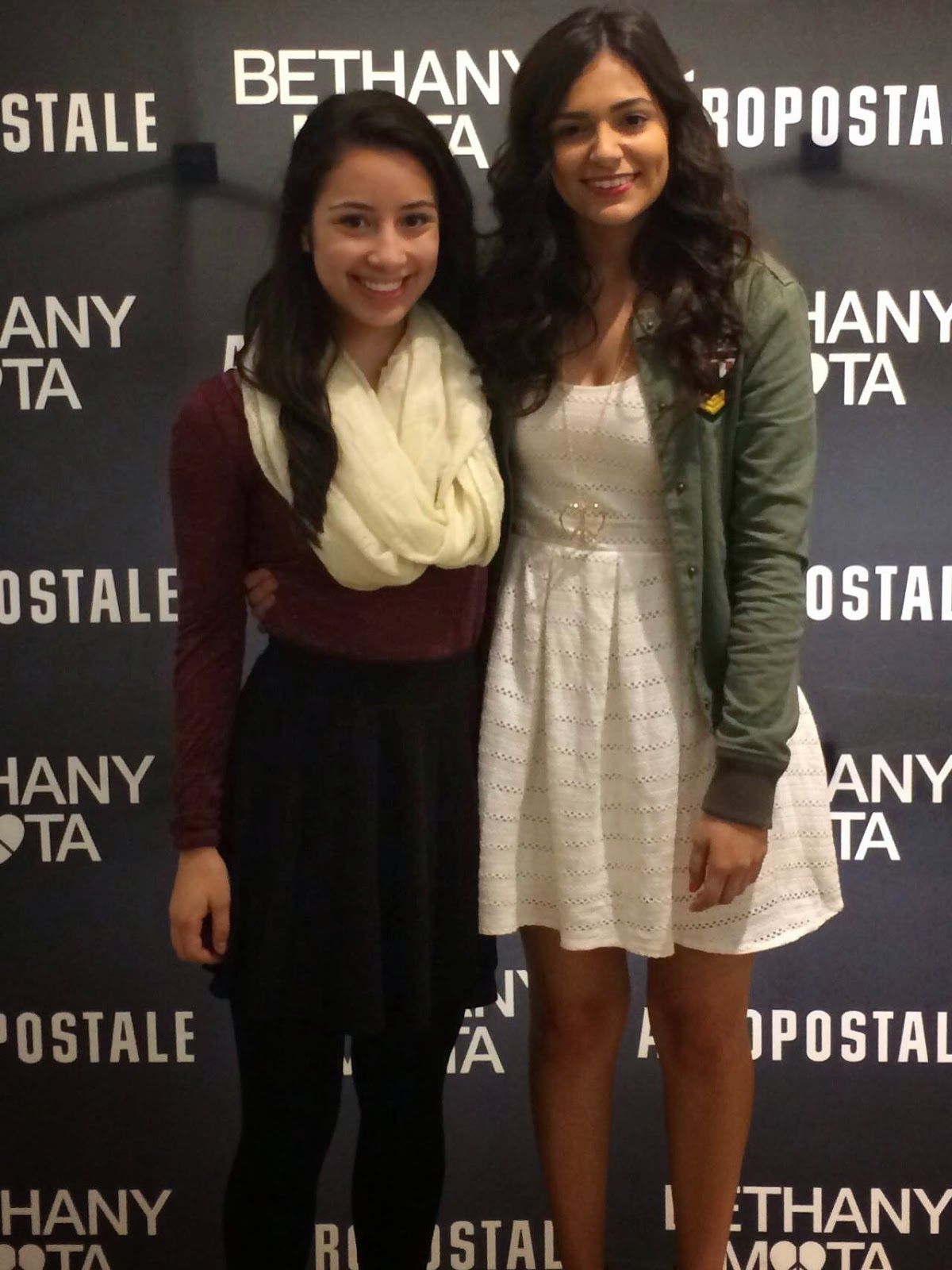 Knots and ruffles i got to meet bethany mota i could have talked to her but there were hundreds of people in line so there wasnt much time for talking it was really amazing to meet her though m4hsunfo