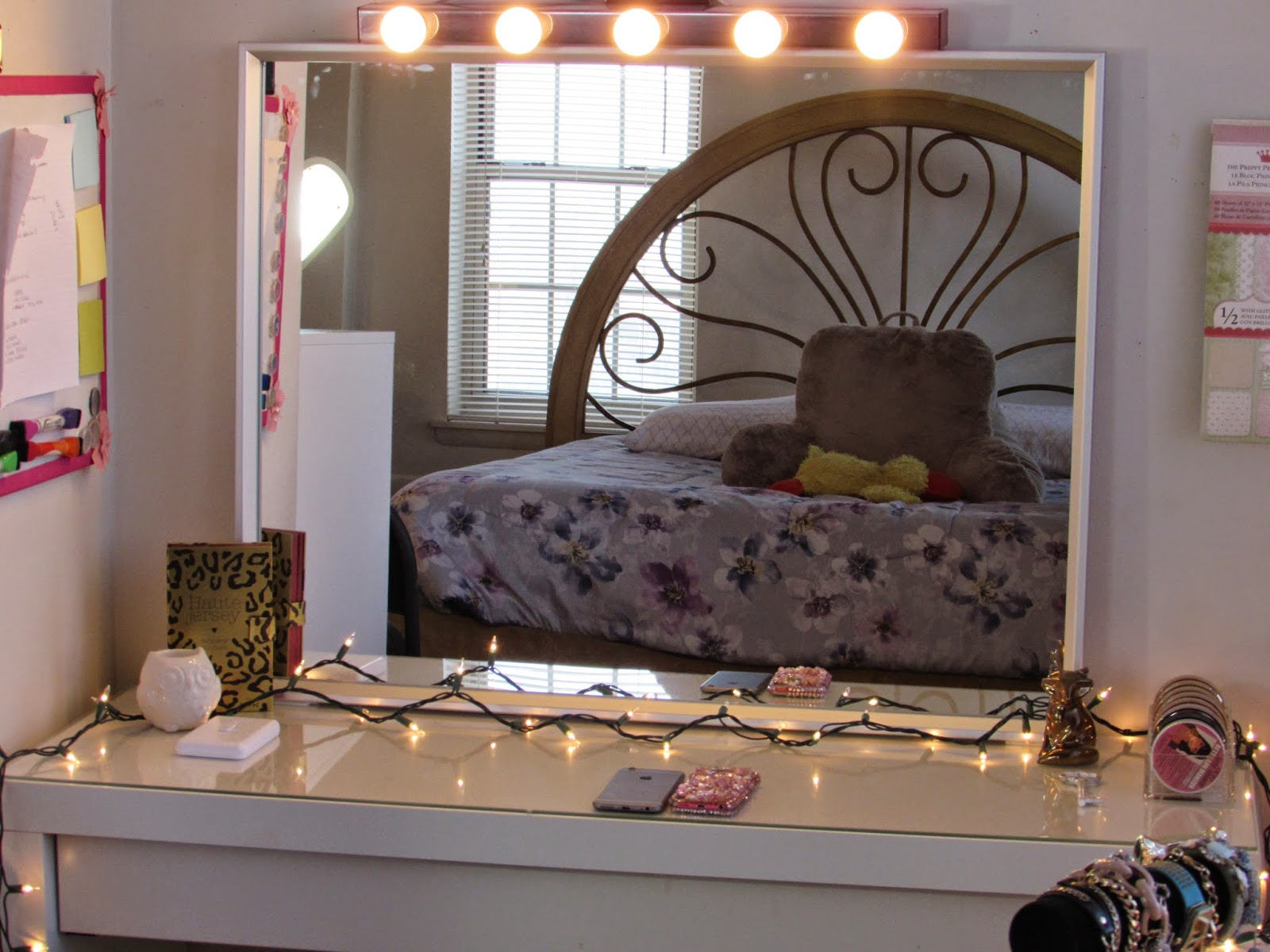 diy hollywood vanity light mirror diy room decor easy cheap no drilling cheap vanity lighting