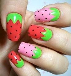 Fresa en diseños de uñas