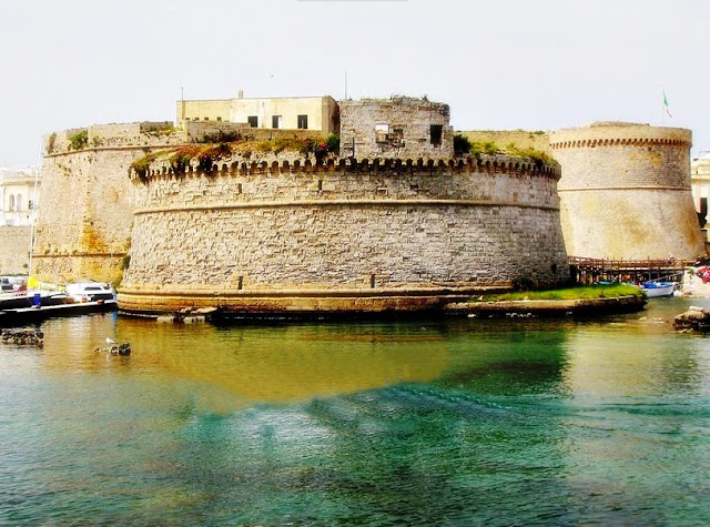 File:Castello Angioino di Gallipoli.jpg
