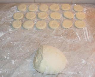 preparare gogosi pufoase de post, cum se fac gogosile, reteta gogosi pufoase de casa de post, retete culinare,
