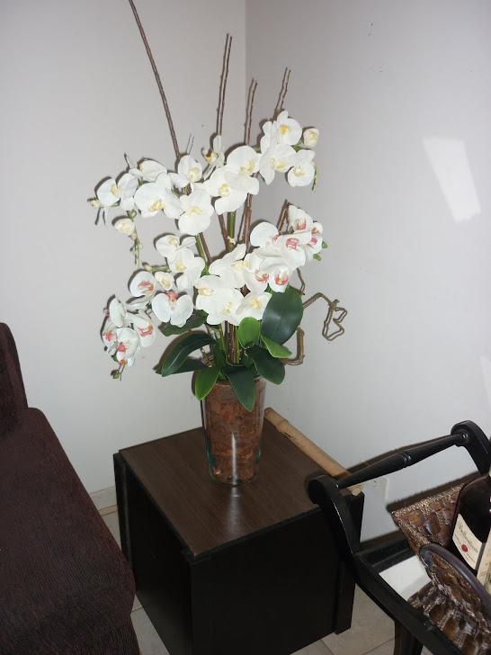 Mesa lateral - arranjo orquídeas
