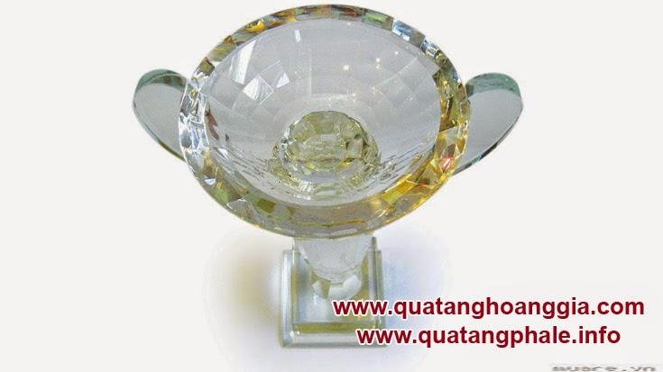 Cúp pha lê hình ly là chiếc cúp sang trọng và cao cấp dành cho các giải thi đấu thể thao lớn nhằm tồn vinh những nhà vô địch