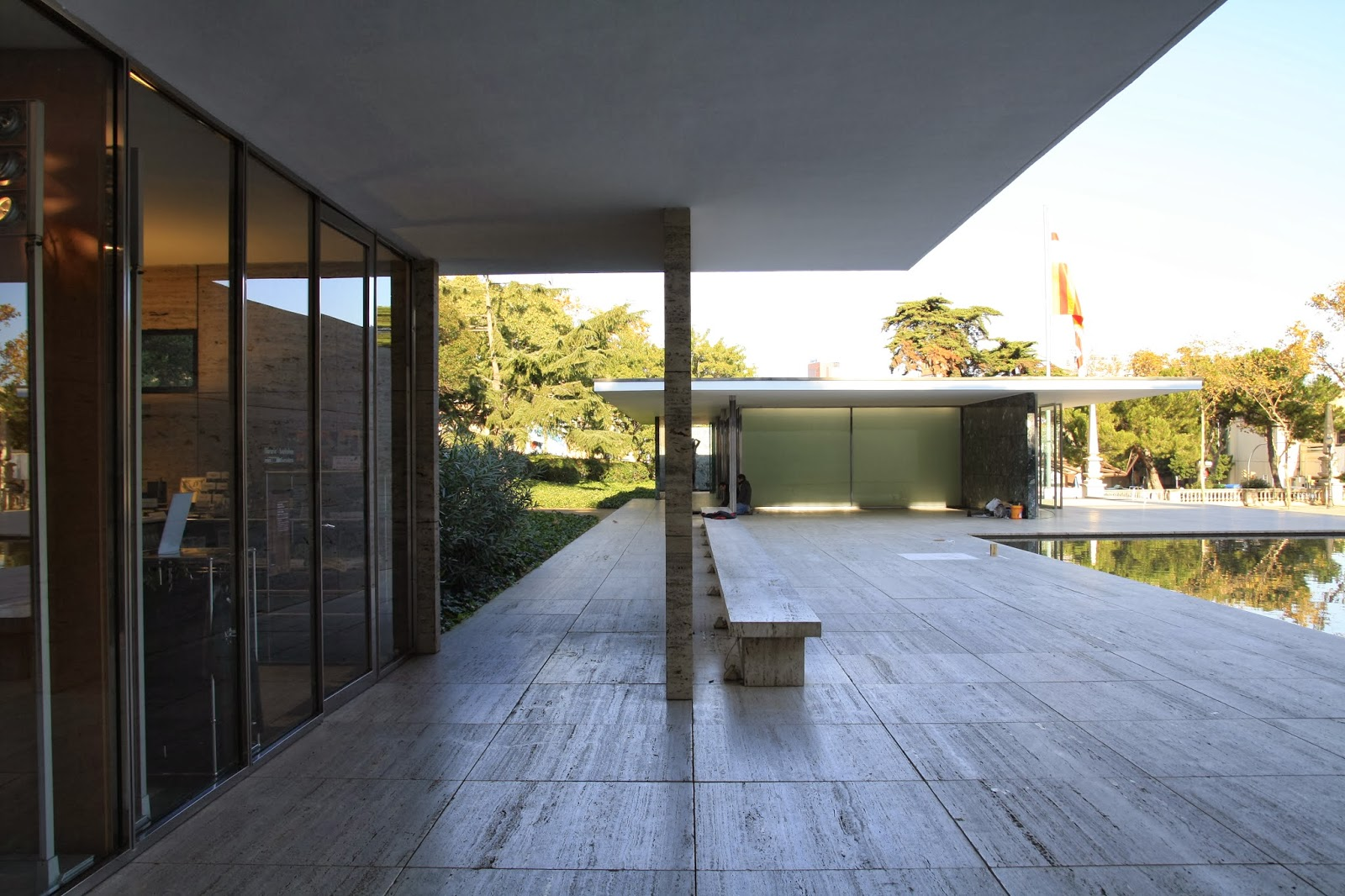mies van der rohe barcelona pavilion capturing architecture. Black Bedroom Furniture Sets. Home Design Ideas