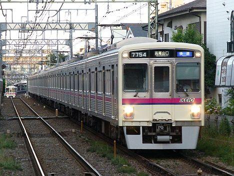 京王電鉄 快速 高尾山口行き9 7000系幕車