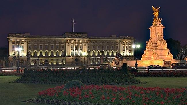 Buckingham Palace in night