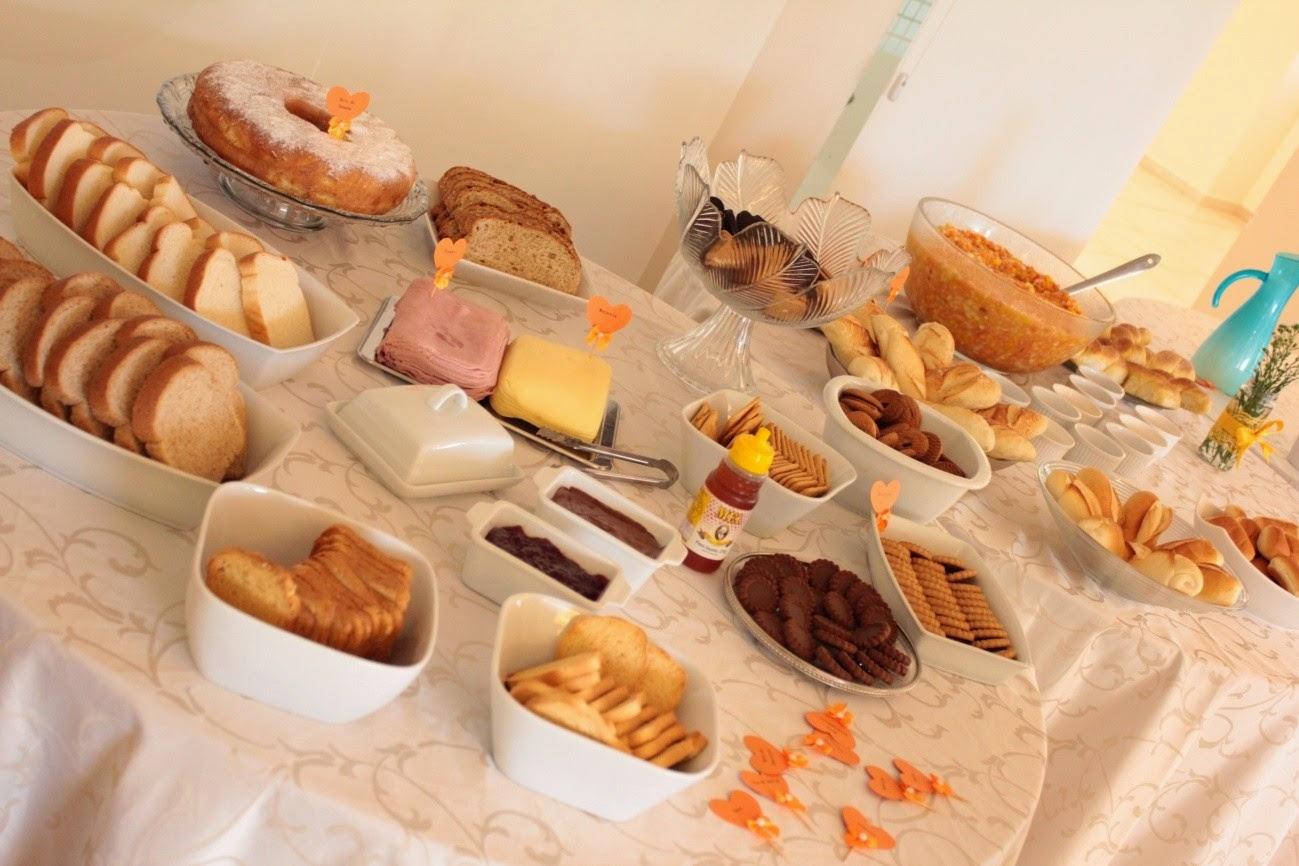 chá de panela, amarelo e laranja, mesa de pães, mesa de doces, quitutes, comes e bebes