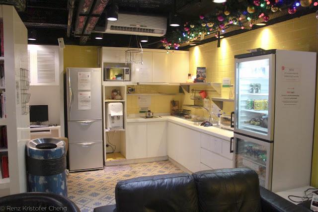 Kitchen area of Yesinn Hostel in Causeway Bay