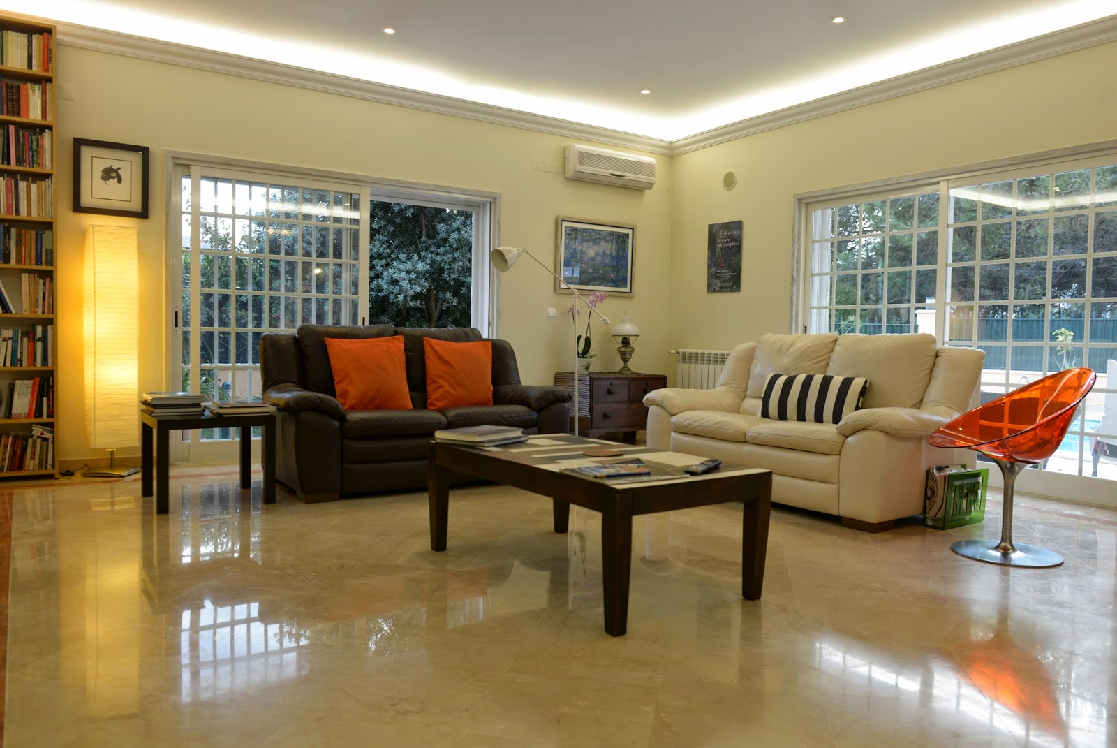 At the living room comfortable sofas are waiting for you  There you can  rest  have a nice chat  watch TV  play games  read a book or just lounge  admiring  Casa da Luisa Guest House  Casa da Luisa Guest House. Games You Can Play In Your Living Room. Home Design Ideas
