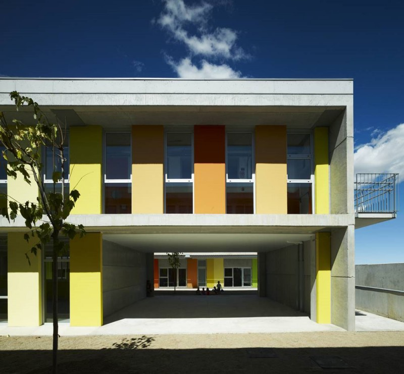 Primary school construction savvy design in les cabanyes for Exterior design institute