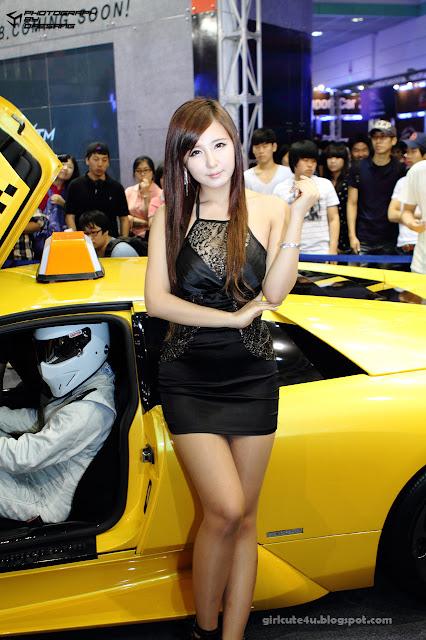 2 Ryu Ji Hye-Seoul Auto Salon 2011-very cute asian girl-girlcute4u.blogspot.com