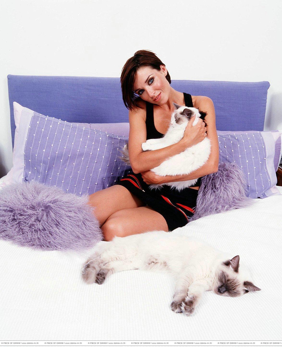 http://2.bp.blogspot.com/-J9_v1CpCrUA/ULUisCL46iI/AAAAAAAASAo/ViJTNCpKTdU/s1600/Danni_Minogue20.jpg