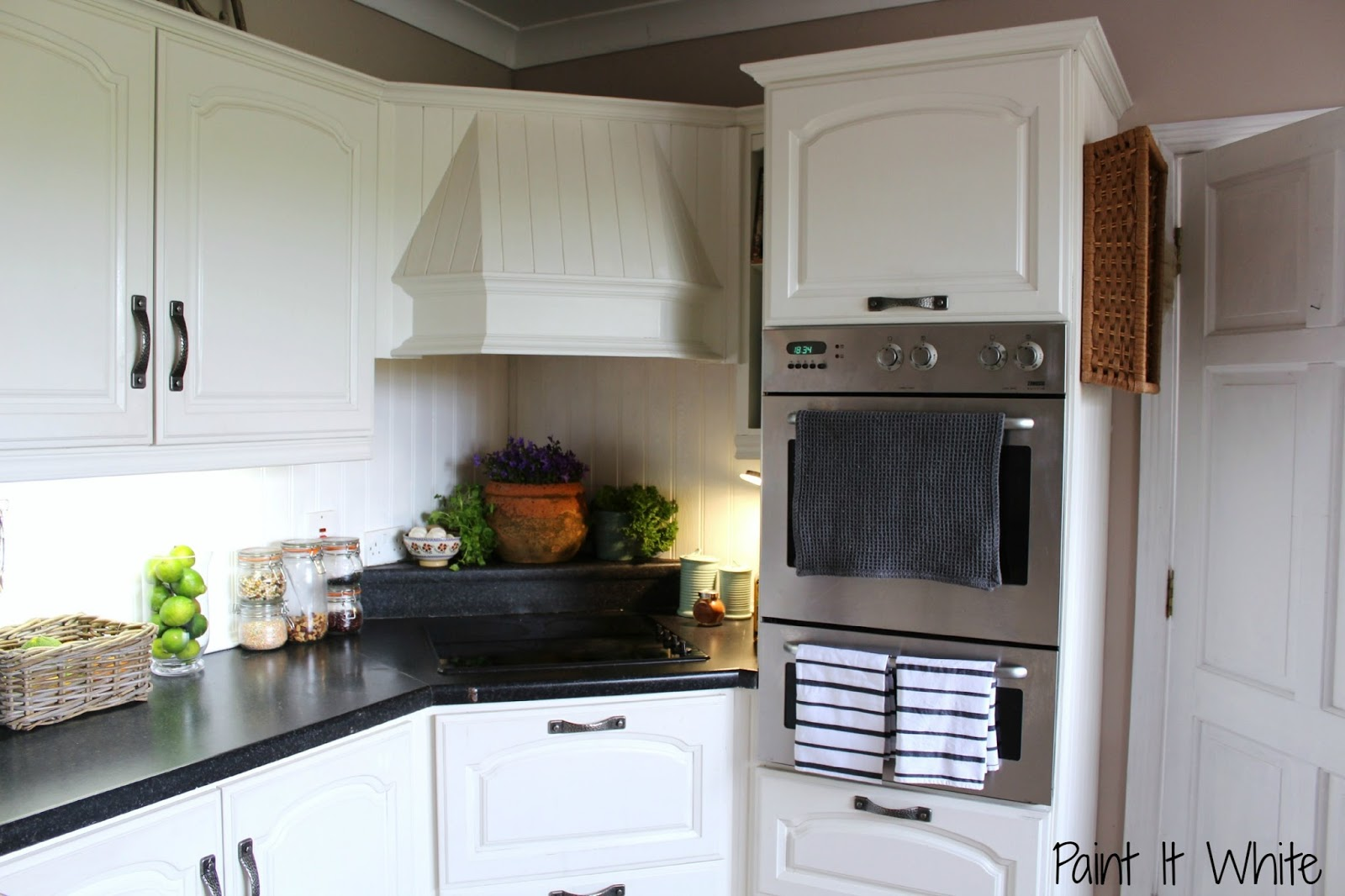 Painting Your Kitchen Cabinets Kitchen Diy Brighten Up Your Kitchen With Annie Sloan Chalk Paint