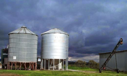 Water or milk tanks
