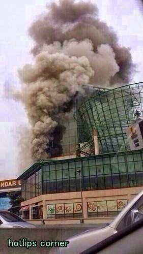 Gambar One Utama Terbakar