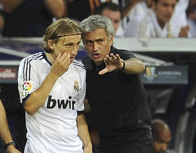 Mourinho talking to Modric