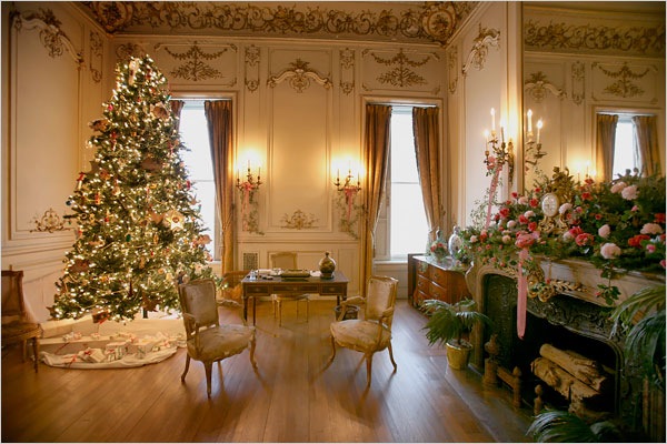 Romantic Christmas Tree in drawing room