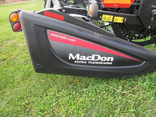MacDon FD75 head