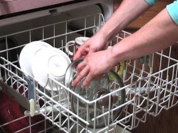 5 πράγματα που μπορείς να πλύνεις στο πλυντήριο πιάτων (εκτός από αυτά που γνωρίζεις)