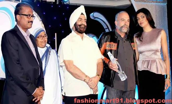 Sushmita Sen with Mother Teresa Memorial International Award