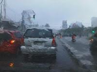 Tips berkendara ketika hujan