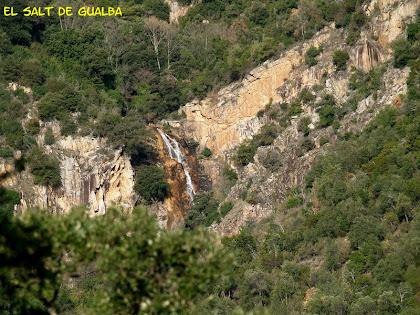 L'impressionant Salt de la riera de Gualba encaixonat entre muntanyes