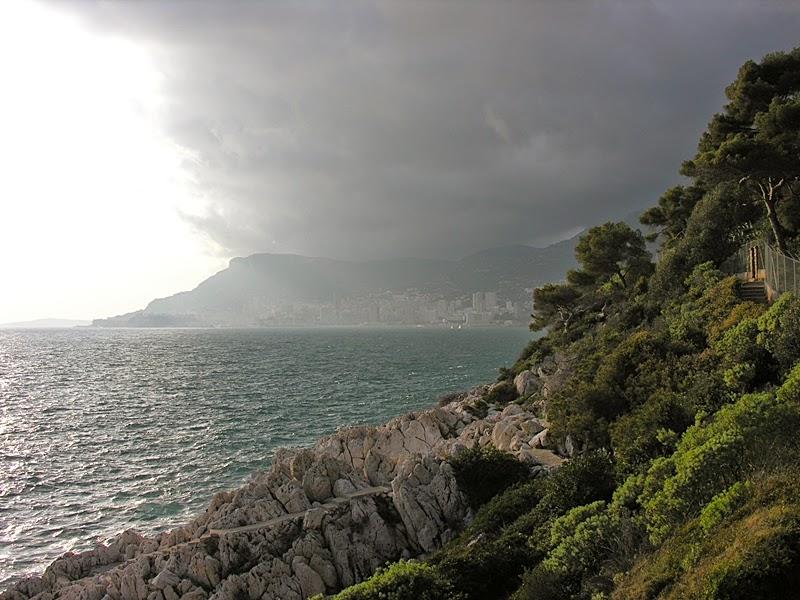 Monaco... au loin...