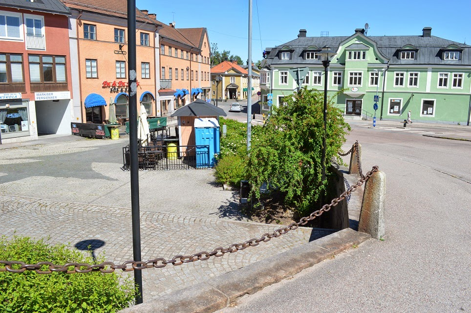 hedemora mature singles Here's your opportunity to have all the conveniences of condominium living on your own private home site at hedemora seller is offering single mature oak and.