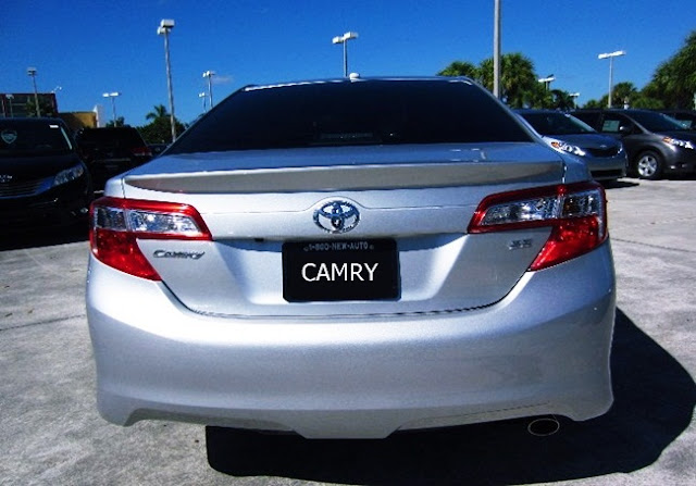2012 Toyota Camry SE Review Features