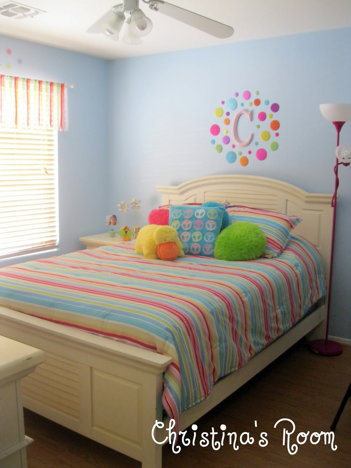 Crissy 39 s crafts before and after christina 39 s room for Rainbow kids room