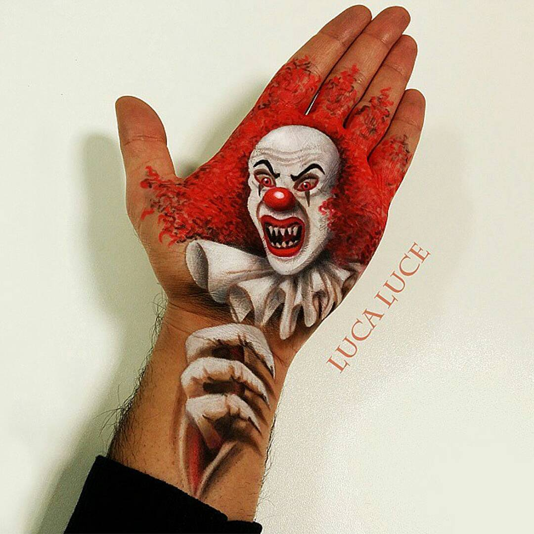 07-Horror-Clown-Luca-Luce-Body-Painting-with-3D-Hand-Drawings-www-designstack-co