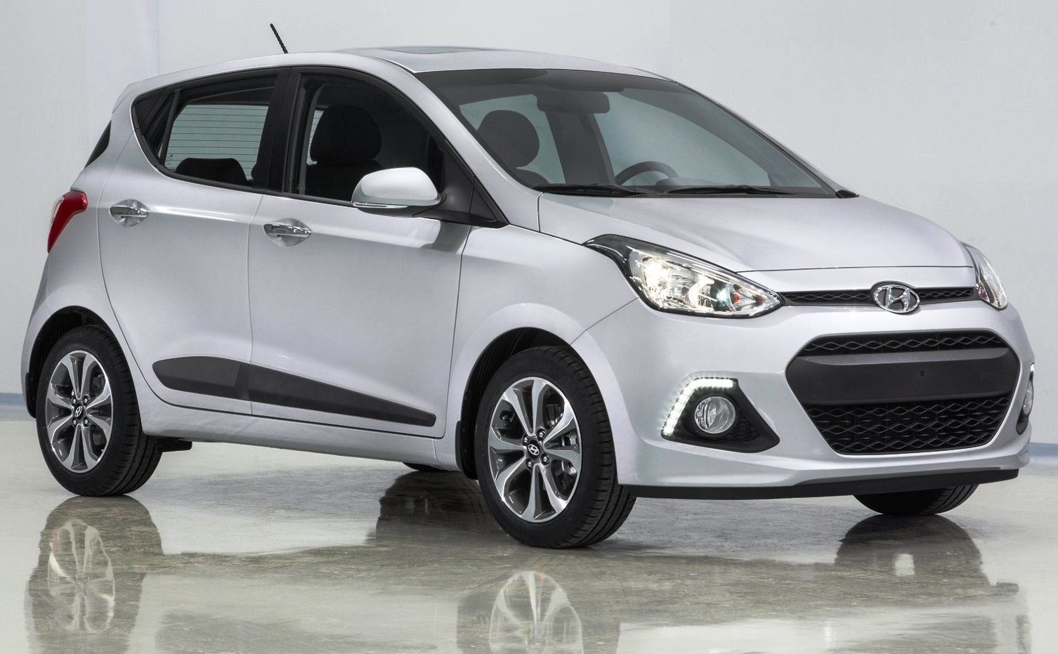 hyundai i automatic hyundai elite i 4 petrol launched. Black Bedroom Furniture Sets. Home Design Ideas