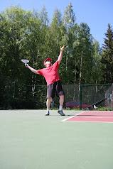 Tenniksen peruskurssi yhteisin aikatauluin. Ota yhteyttä sähköpostilla