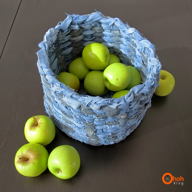 http://www.ohohdeco.com/2014/01/diy-recycled-denim-basket.html