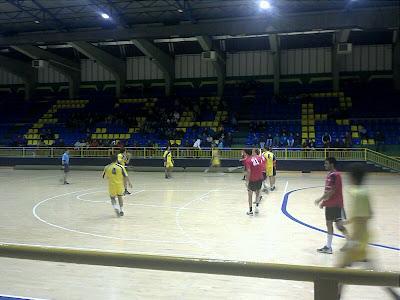 Un momento del partido entre el Balonmano Bejarano y el U. Valladolid