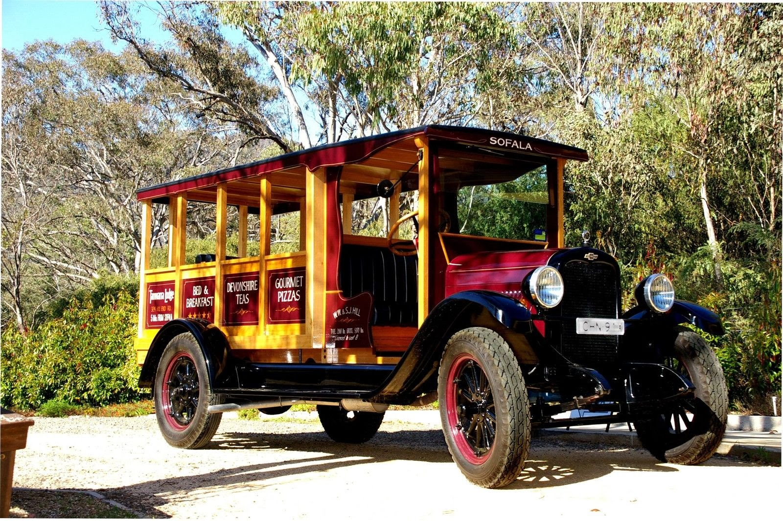 The bus is based on a chevrolet capitol one ton truck which has been modified into a eight seat bus as available in the usa in the 1920s