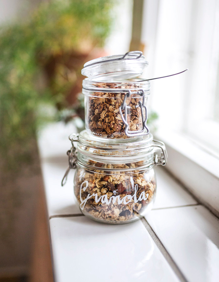 granola+diy jar photo by Kreetta Järvenpää www.gretchengretchen.com