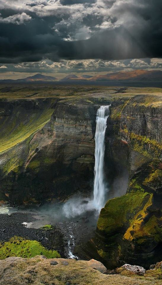 Amazing-Haifoss-Waterfall-Iceland