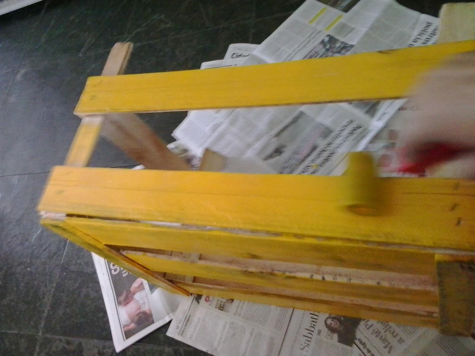 de Trecos: Transforme o caixote de madeira em mesinha de canto ou de  #AA8422 1600x1200