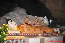 Patung Buddha berbaring