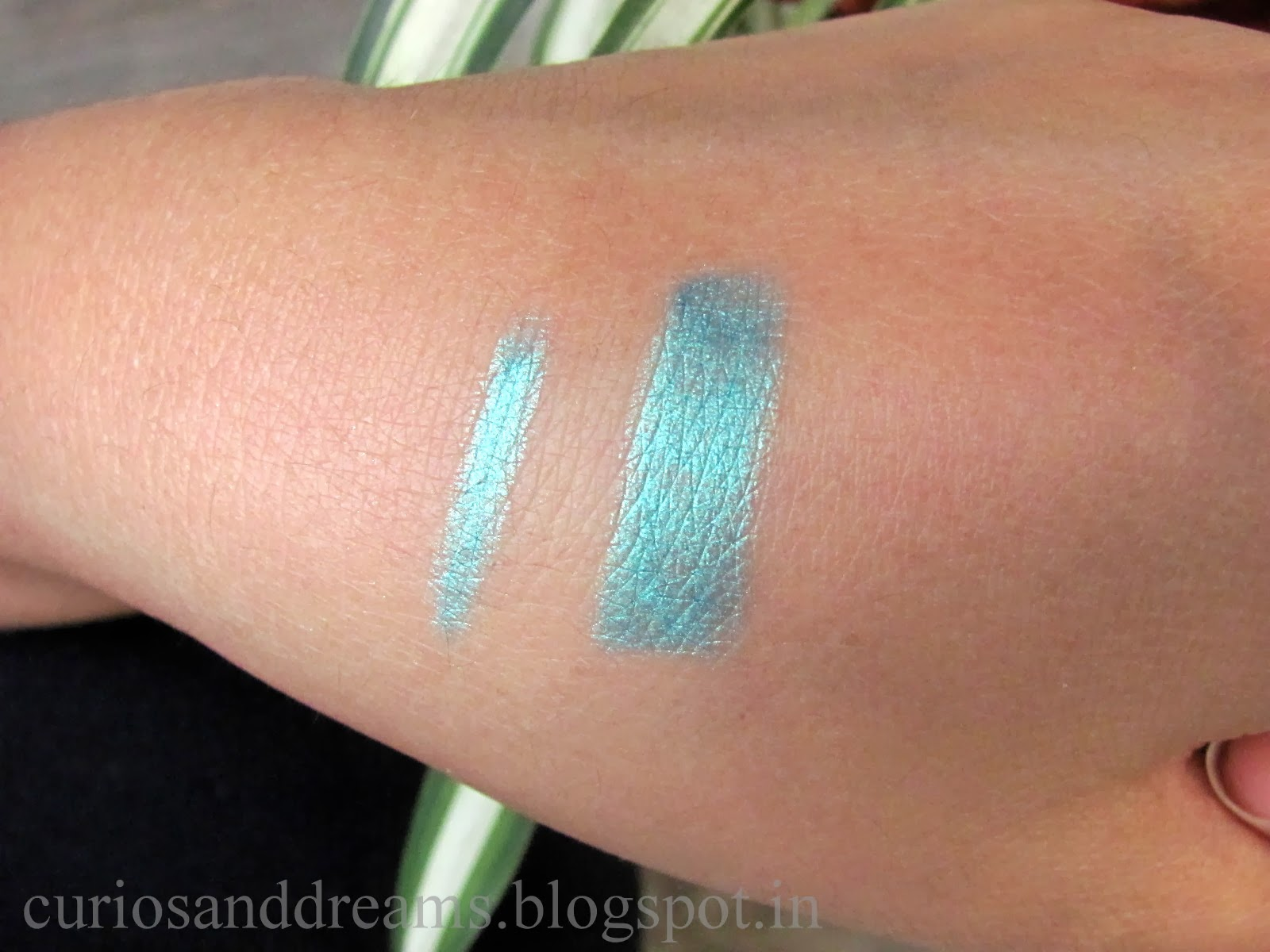 Maybelline Eye Studio Vivid and Smooth Liner Peacock Green Review