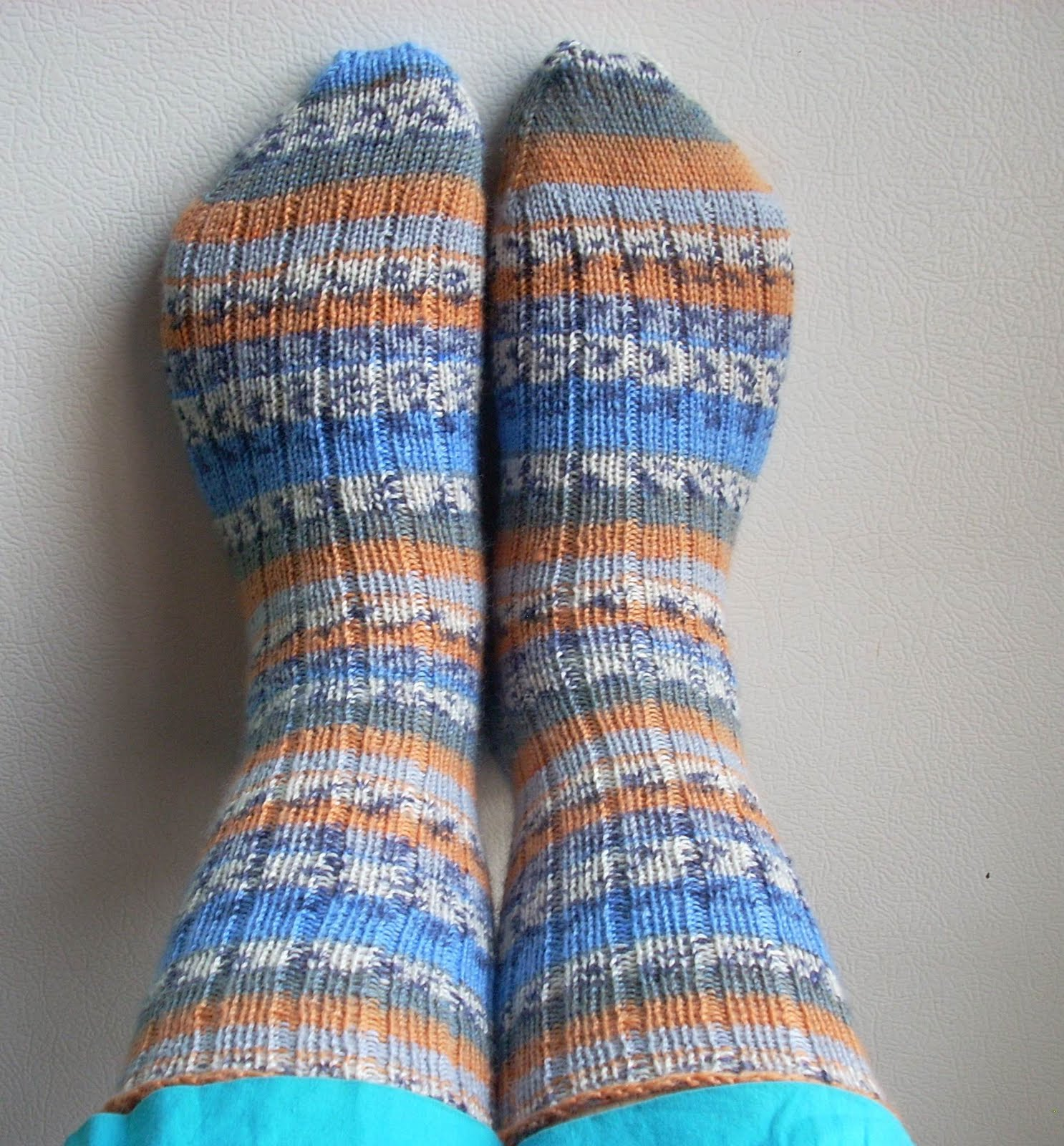 Knitting Pattern For Basic Socks : Umme Yusuf: Basic Ribbed Socks